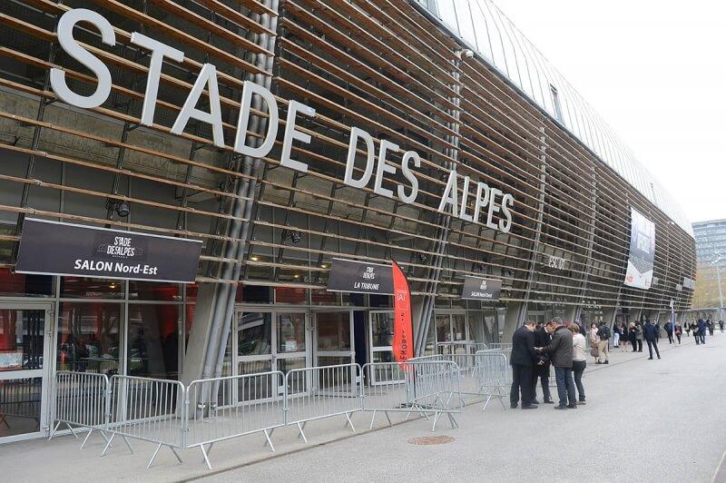 Accueil au Stade des Alpes