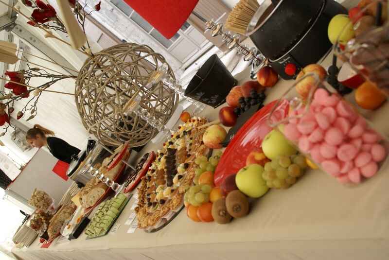 Buffet décoré pour 100 personnes